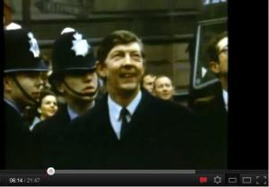 Liverpoollarda bir garip ben bir de John Lennon! 3